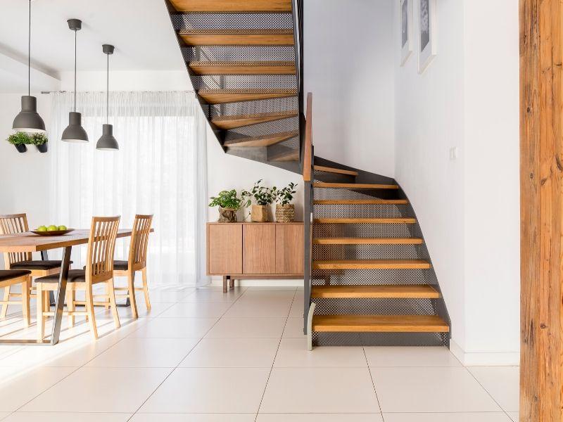 Poseur d'escalier 79